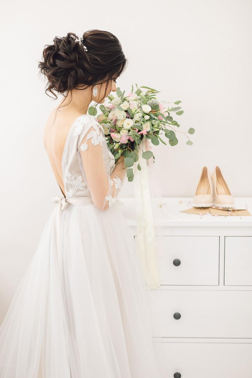 Panna Młoda podczas przygotowań do ślubu.