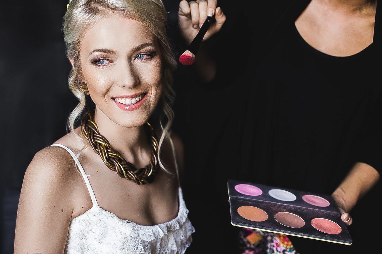 Piękna Panna Młoda i Profesjonalny makijaż wykonany przez wizażystkę