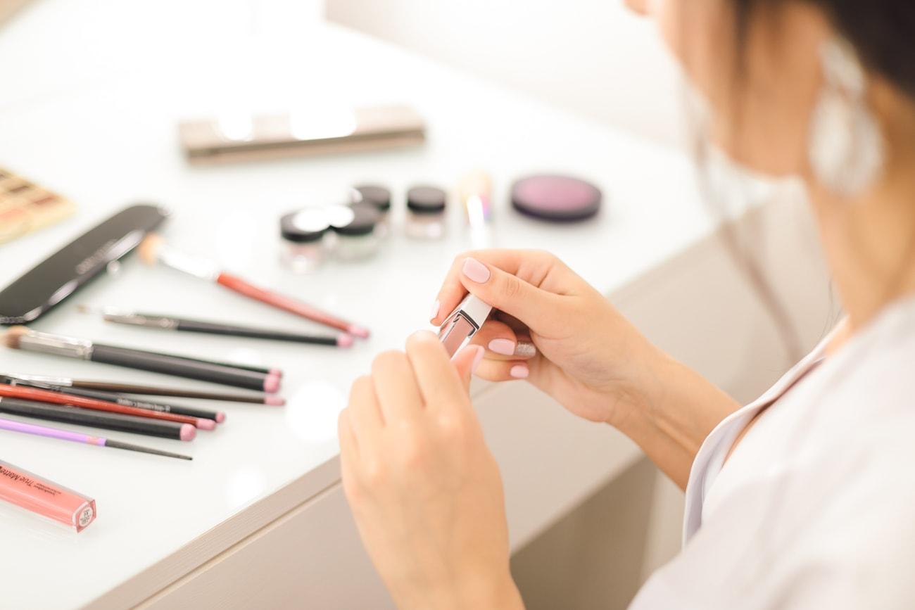 Błyszczyk pomadka szminka produkty do ust